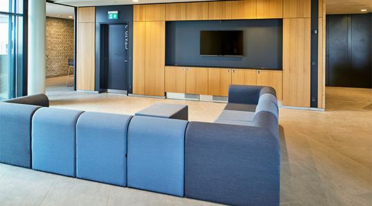 Billedet viser en fælles tv-stue på Campus Kollegiet